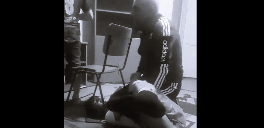 EXCLUSIV! Educator dintr-un centru al DGASPC, filmat în timp ce umilește și abuzează copiii