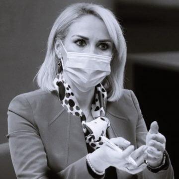 """PSD pregătește plângeri penale pe numele premierilor PNL. Gabriela Firea: """"Banii țării nu sunt banii guvernanților"""""""
