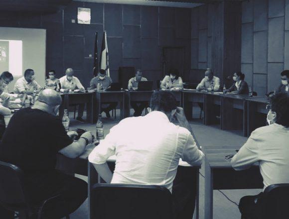 PNL și USR-PLUS au închis presa în țarc la Câmpina